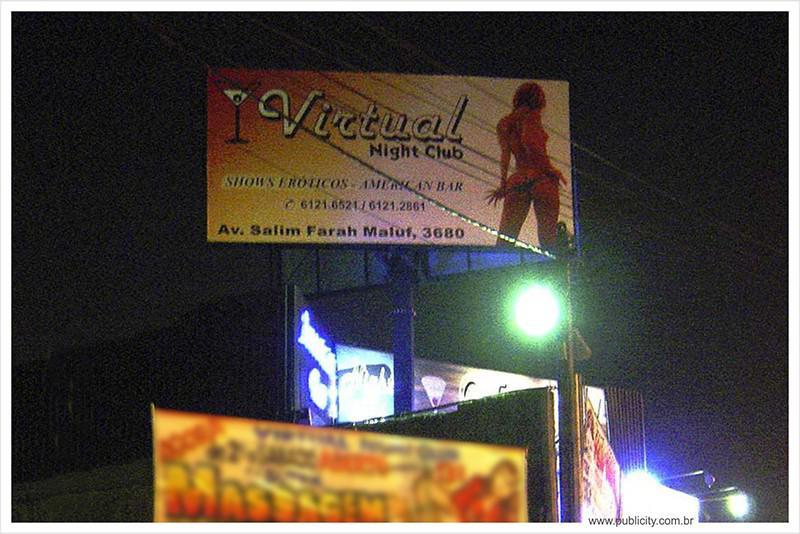 Painéis publicitários luminosos